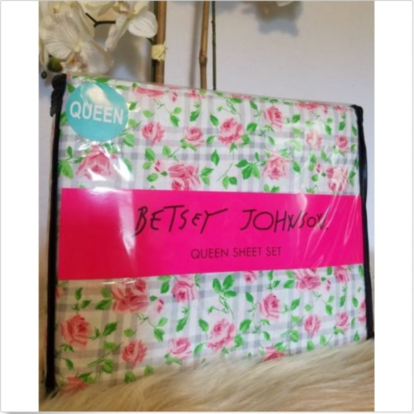 Betsey Johnson Other - Betsey Johnson Floral Plaid Queen Sheet Set